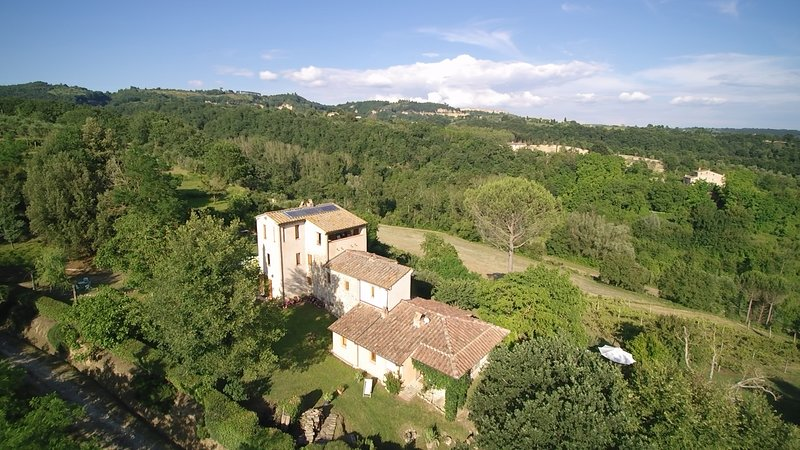 Exclusive Villa in countryside 8pers., heatable pool, Umbria/Tuscany, historic, location de vacances à Faiolo
