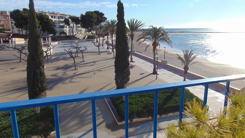 Atico Villa Flamingo con gran terraza frente al mar, vacation rental in L'Hospitalet de l'Infant