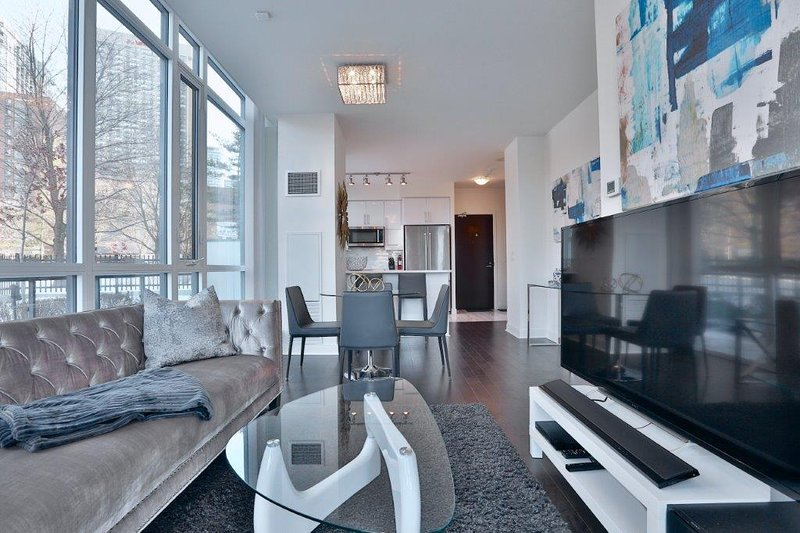 Charisma - Furnished Luxury Executive Condo Yorkville, alquiler de vacaciones en Toronto