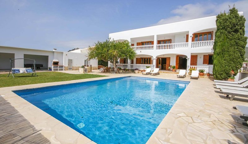 QUIET AND SPACIOUS HOUSE WITH POOL, BBQ, BILLIARDS, PING PONG; ONLY 2KM FROM IBI, aluguéis de temporada em Sant Miquel De Balansat