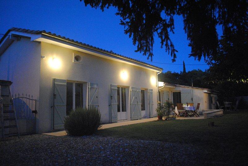 Evening external view of Petit-Gite-Eymet