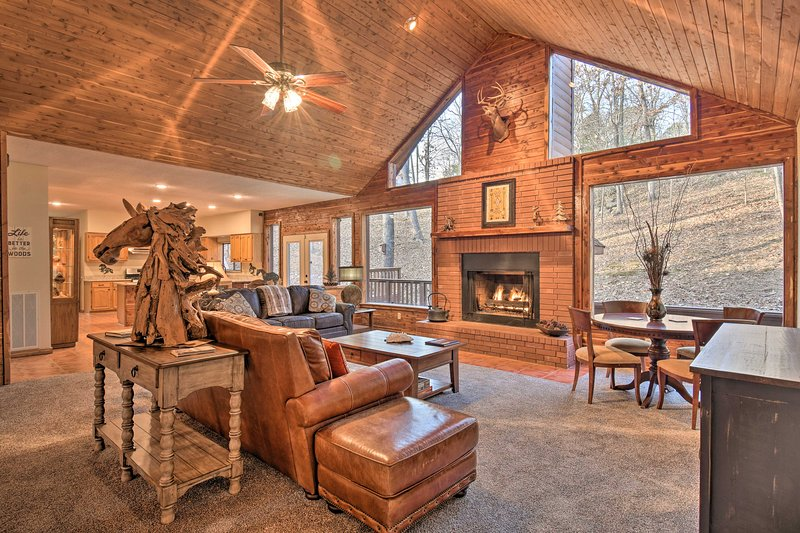 Luxury Hot Springs Cabin w/Deck Near Lake Hamilton, holiday rental in Pearcy
