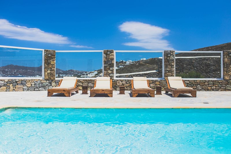 Jolie   Sea front, panoramic view, Private pool, holiday rental in Kanalia