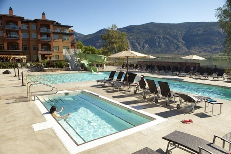 Aproveite a piscina e banheiras de hidromassagem ao ar livre!