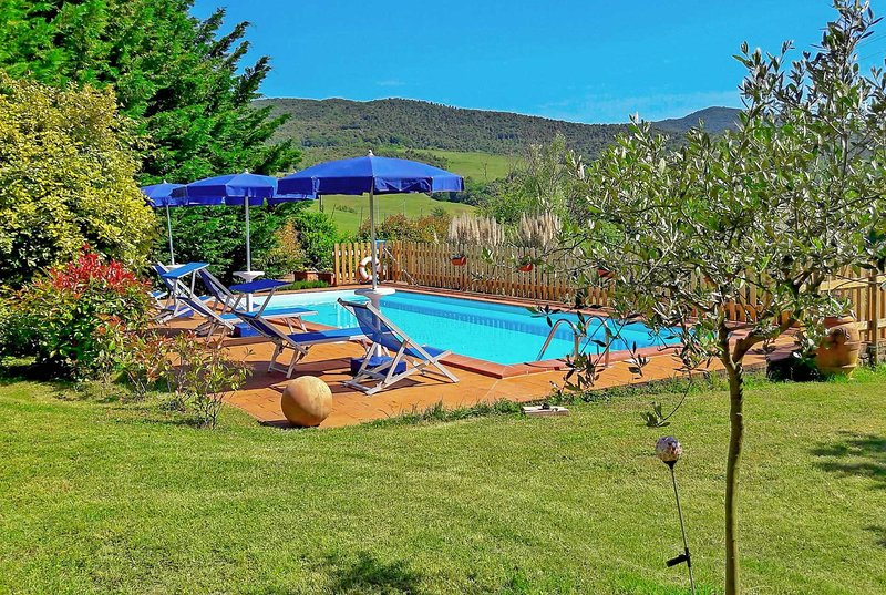 Well-located villa w/ pool, table tennis and Wi-Fi, holiday rental in Volterra