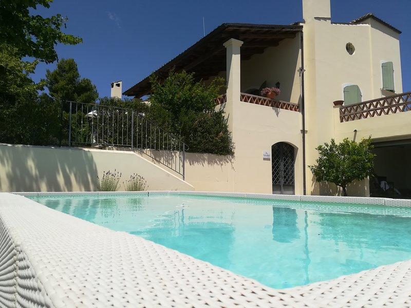 Casa di charme a 3 Km dal mare, piscina, ideale per i bimbi, smart working..., holiday rental in Giulianova