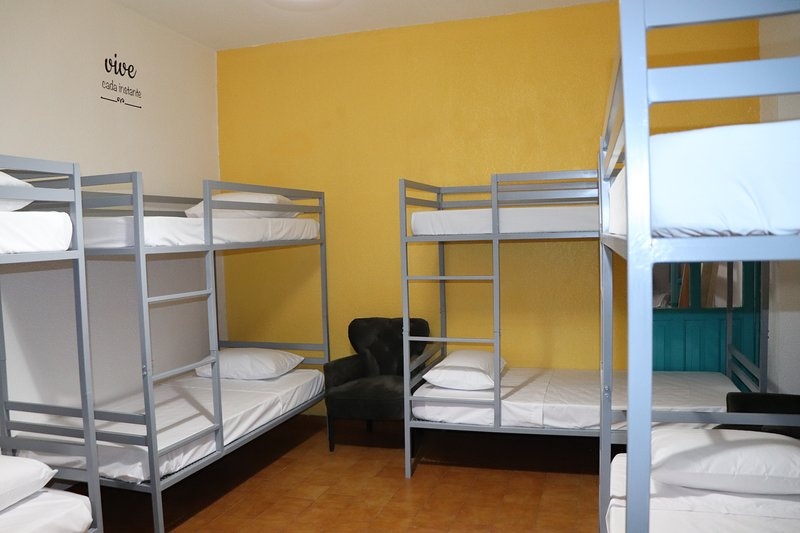 SARAPE, is a comfortable room, where you will find lockers and overlooks the main courtyard.