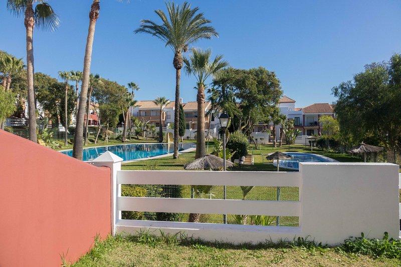 Apartamento Peonia, holiday rental in Chiclana de la Frontera