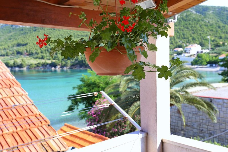 Zuljana Apartment Sleeps 3 with Air Con - 5470053, holiday rental in Zuljana