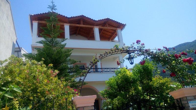 Villa Sophia Family Apartment Seaview 1st Floor, holiday rental in Agios Gordios