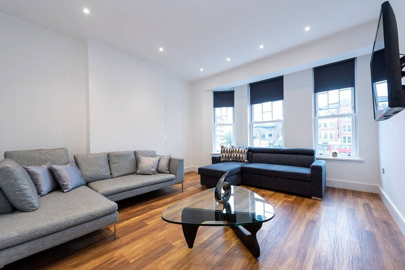 Spacious and Luxurious London Apartment (MHB352), Ferienwohnung in North Finchley