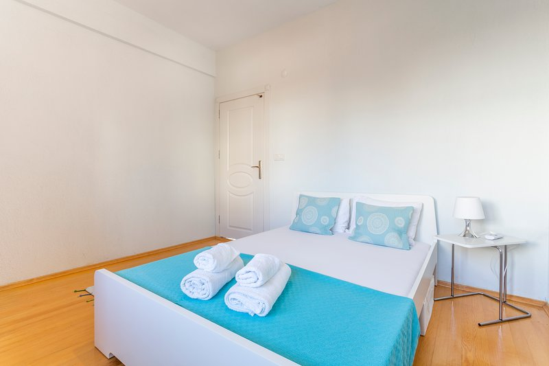 LUNA   2Bed with Private Garden by the Pool!, holiday rental in Tasagil