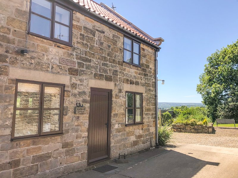 GOATHLAND COTTAGE, open plan living, country views, WiFi, walks from the door, holiday rental in Briggswath