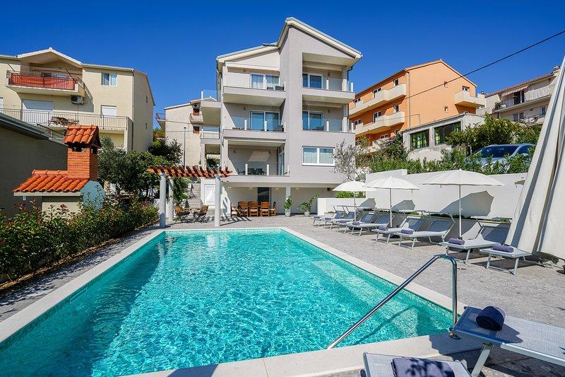 Endless Summer Apartments- (unit A5 upper floor), holiday rental in Stobrec