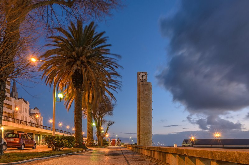 great avenue TORRE RELOGIO monument to visit while walking