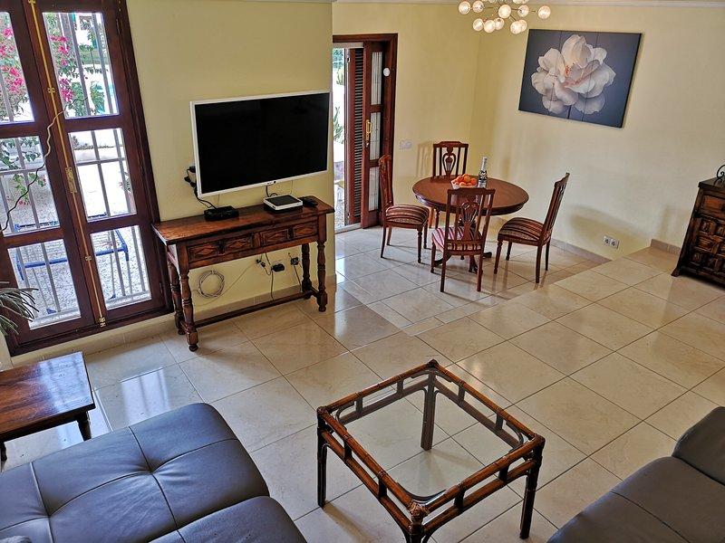Holiday 4BR Villa in Las Americas next to SiamPark, vacation rental in Playa de Fanabe