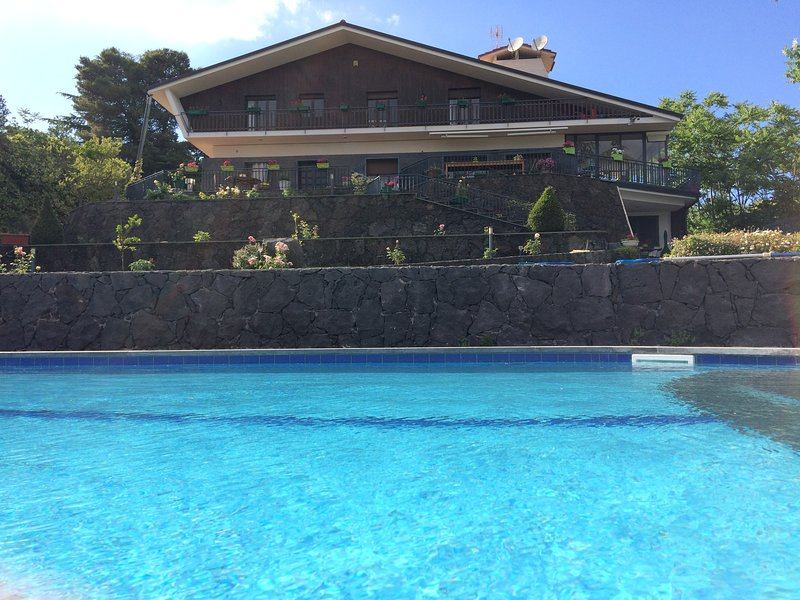 Etna Luxury Home, holiday rental in Nicolosi