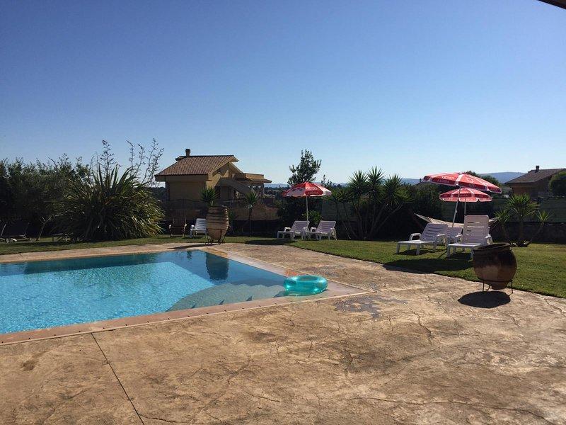 Casa di Beatrice beautiful  villa 10 minutes by car from sea with pool and garde, location de vacances à Sassari