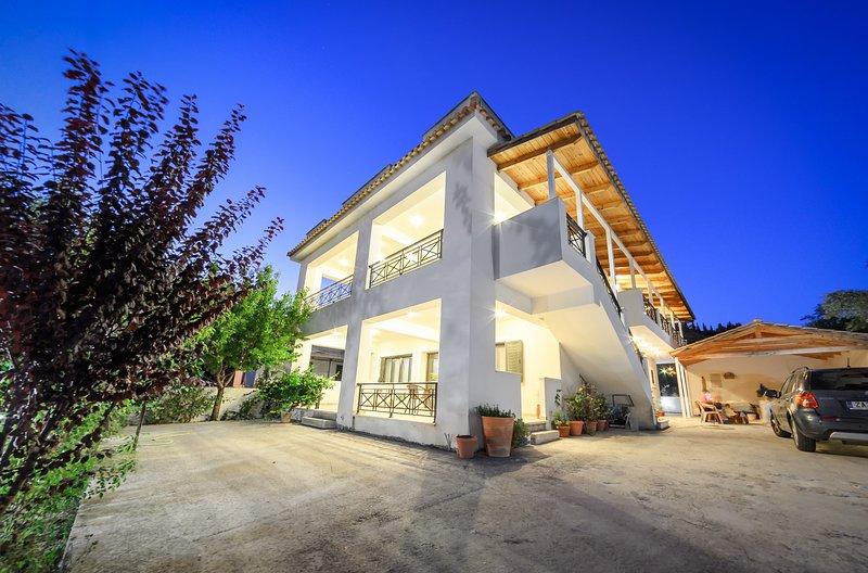V and H- 4 bderoom holiday house, vacation rental in Tragakion