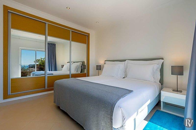 Salema Apartment Sleeps 7 with Pool - 5748023, vacation rental in Salema