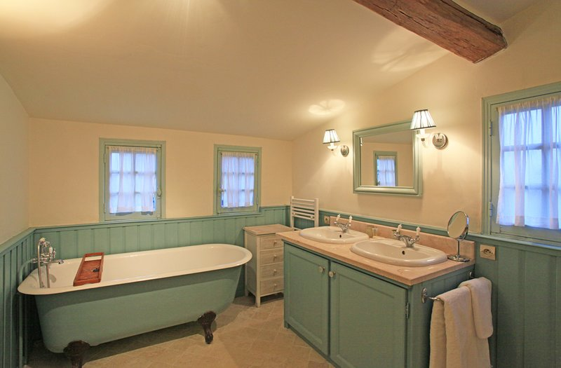 The Pigeonnier first floor ensuite bathroom which also has a shower