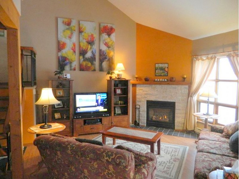 Affordable 3BR + Den only 3 mins drive to Pedestrian Village/Mountain(215691), holiday rental in Labelle