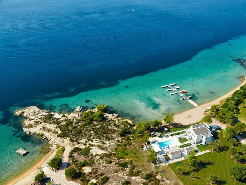 Diaporos Villa Sleeps 6 with Pool and Air Con - 5747962, holiday rental in Vourvourou