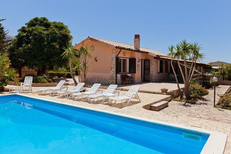 Villa Maya • with amazing private pool and garden, casa vacanza a Scopello