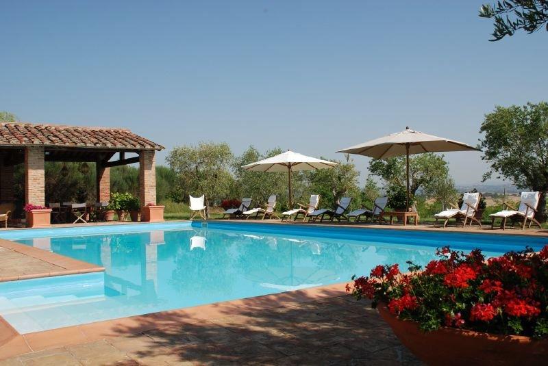 Ville di Corsano Villa Sleeps 14 with Pool Air Con and WiFi - 5218195, Ferienwohnung in Bagnaia