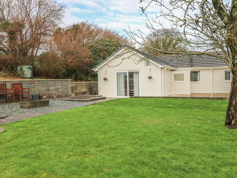 BROADFORD FARM BUNGALOW, charming retreat, near Kidwelly, location de vacances à Ferryside