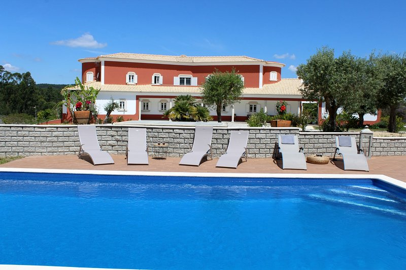 Spacious villa with swimming-pool, holiday rental in Rio Maior