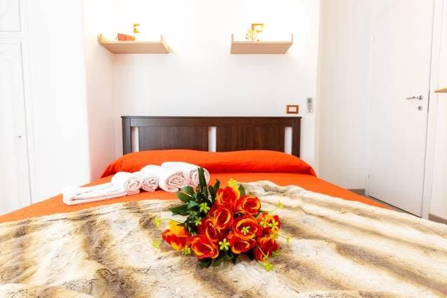 Orange S&G Apartment 4 Sleeps Great Connections!, alquiler vacacional en Il Casaletto
