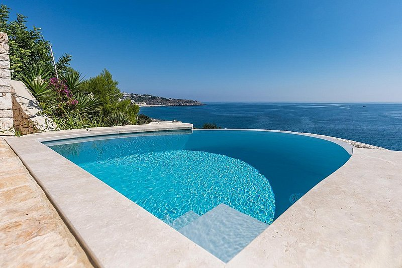 Castro Marina Holiday Home Sleeps 5 with Pool and Air Con - 5750722, location de vacances à Marina di Marittima