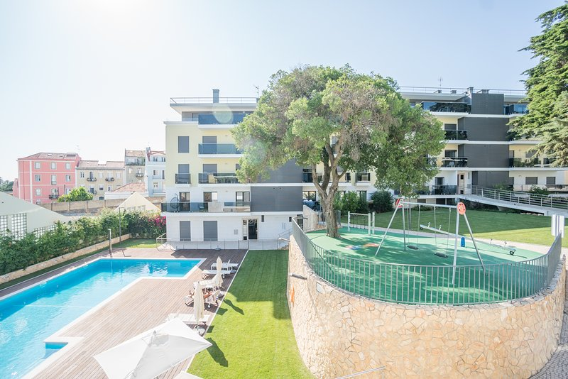 Luxury and Spacious Belem Pool & garden apartment, holiday rental in Belem