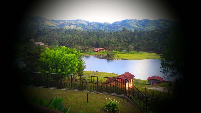 Lake View Villa. Close to Guatape Town – semesterbostad i Antioquia Department