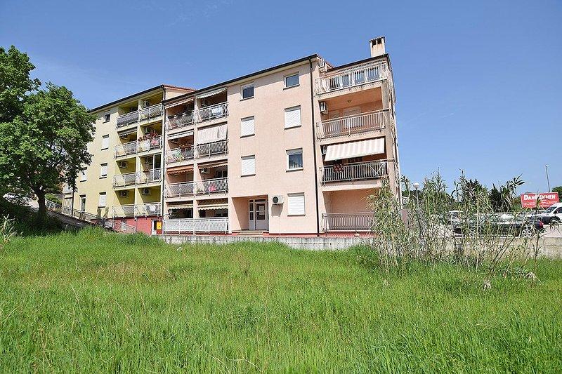 Vintijan Apartment Sleeps 5 with Air Con - 5750778, holiday rental in Vintijan