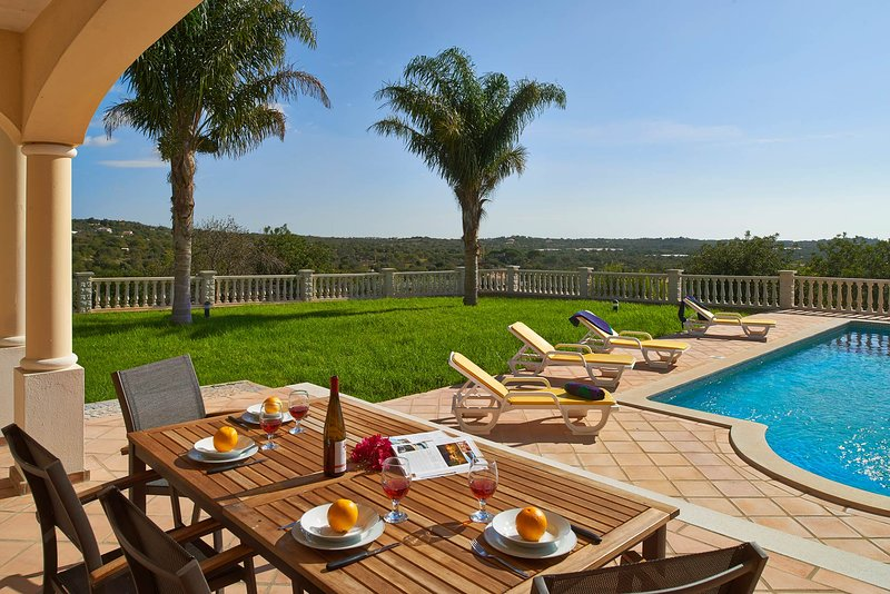 Areia Villa Sleeps 6 with Pool Air Con and WiFi - 5604861, holiday rental in Pechao