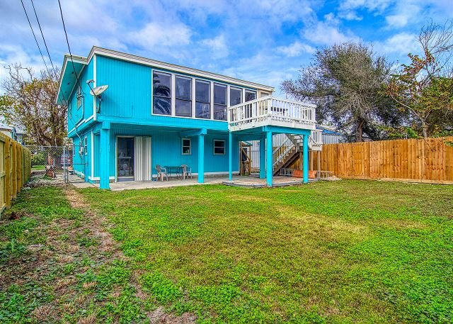 Awesome Island home! Short drive to the beach, fenced yard and pet friendly!, location de vacances à Port Aransas