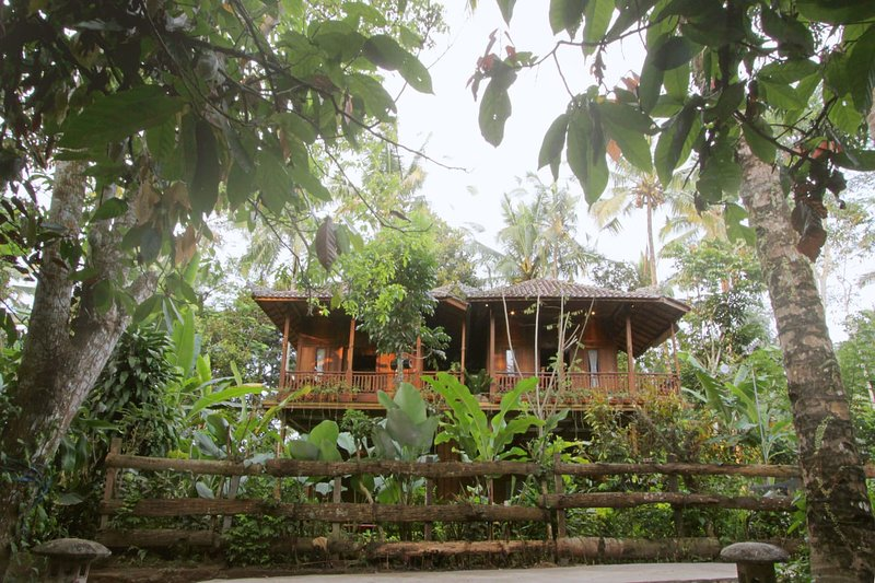Wooden House - Jungle Escape, holiday rental in Bangli