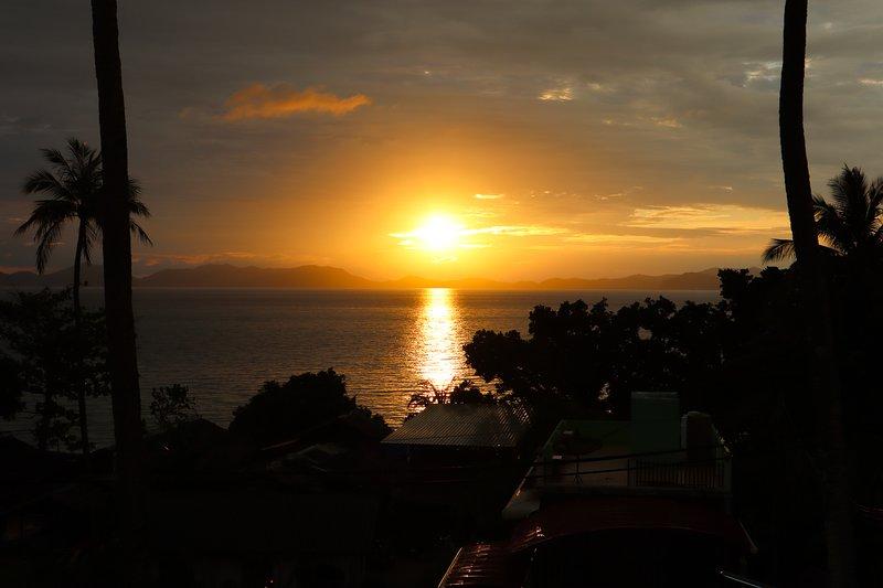 Otra gloriosa puesta de sol desde el balcón.