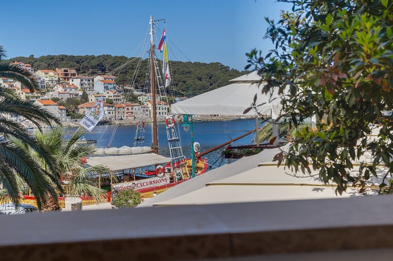 Mandarina - sea view apartment Ana, holiday rental in Veli Lošinj