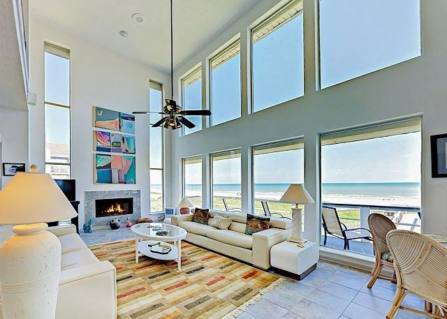 Beachfront Getaway w/ Stunning Views, Private Boardwalk to Beach & Huge Deck – semesterbostad i Galveston