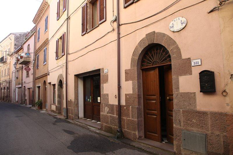 Guest house SU Cantaru camera n°3 vista giardino, casa vacanza a Villanova Monteleone