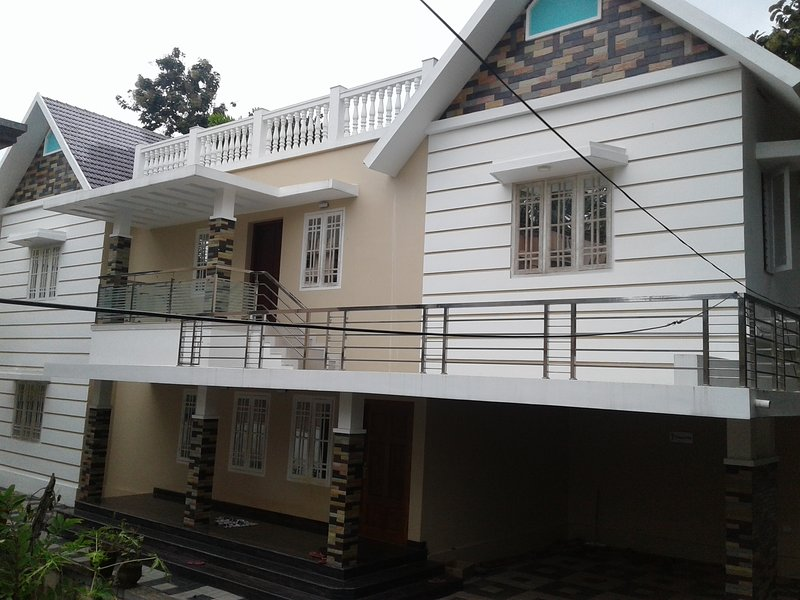 Entire home, silent residential area, so close to city Near Edappally, Ernakulam, vacation rental in Eloor