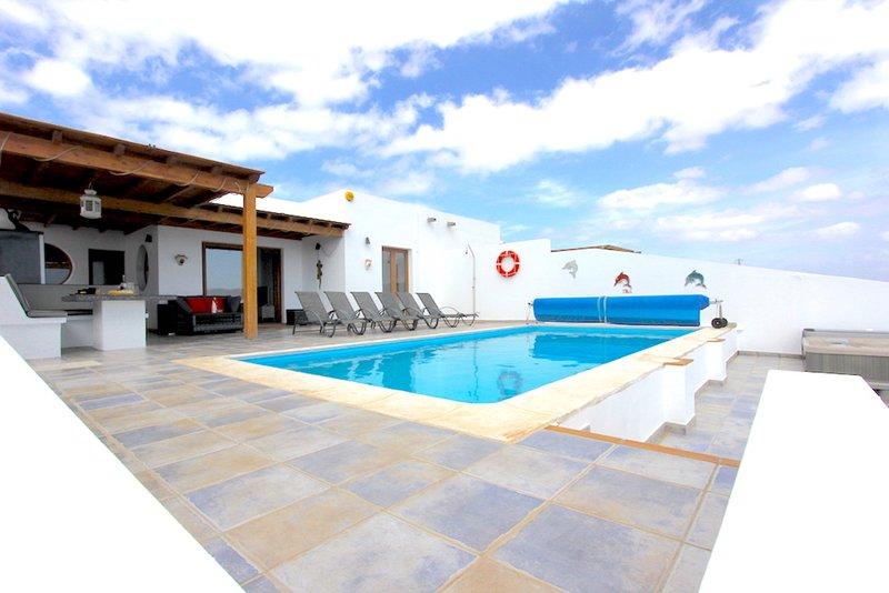 Los Suenos - Dream Villa with Amazing Panoramic Views, holiday rental in Playa Blanca