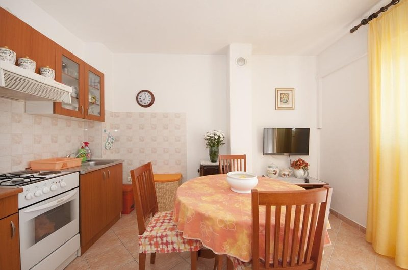 Apartments Mira - One Bedroom Apartment with Balcony, holiday rental in Splitska