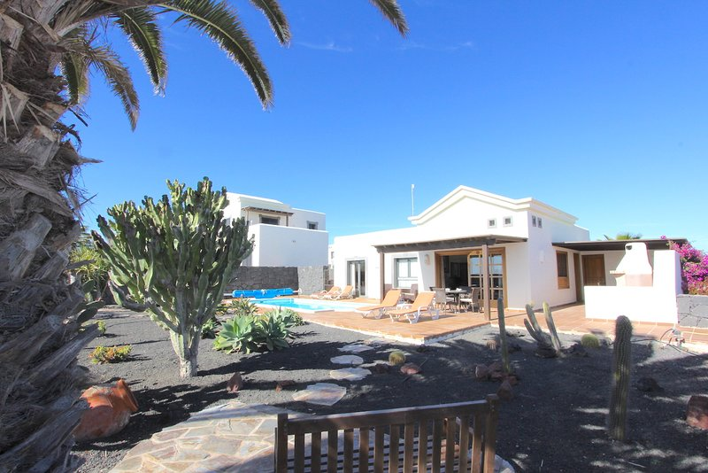 Casa Katherina is a Brilliant little villa with own heated pool, Ferienwohnung in Playa Blanca