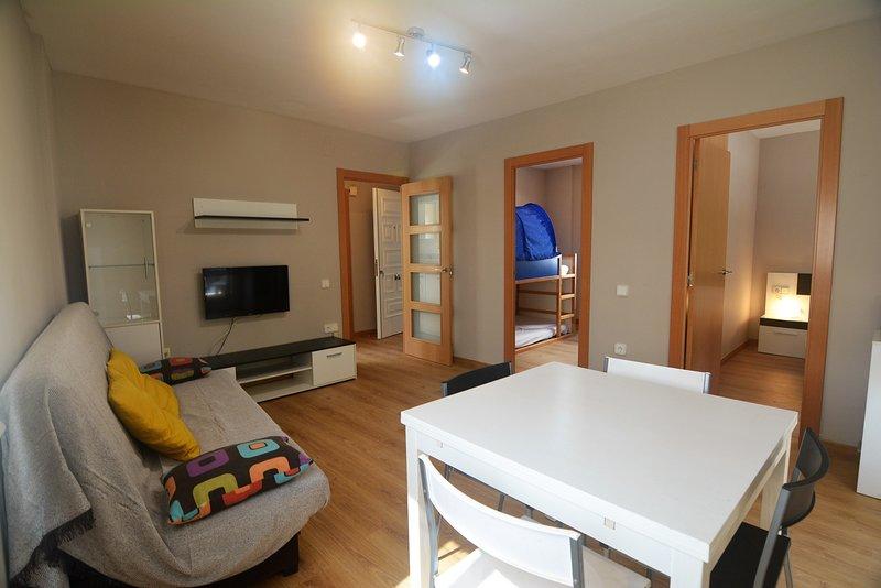 Ideal con niños a 30 mts de la playa con wifi y smart tv, vacation rental in Coma Ruga