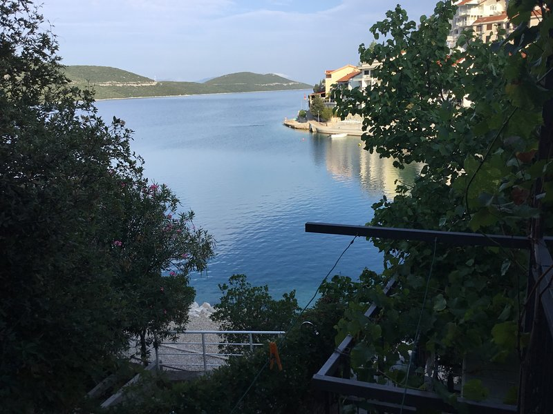 Apartments Sara i Leon - Studio Apartment with Terrace and Sea View 2+1 A1, vacation rental in Neum