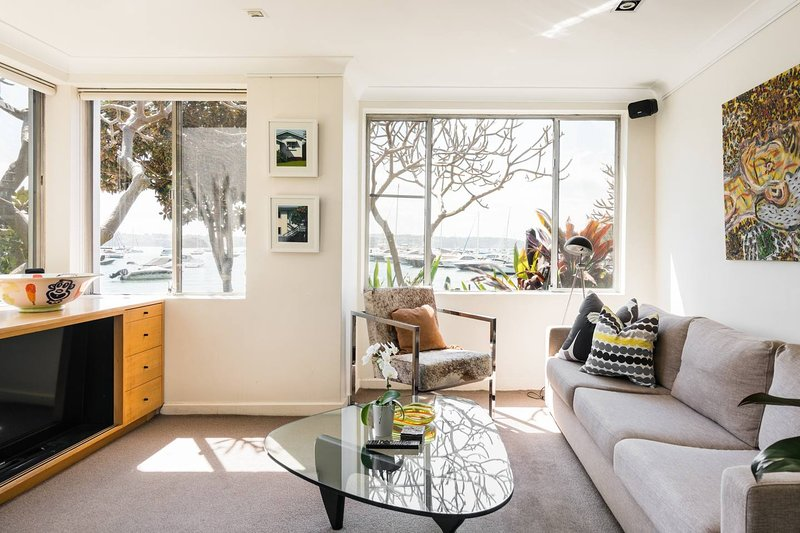 Waterfront Apartment Brimming with Inspirational Artwork, holiday rental in Double Bay